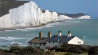 The cottages in front of the Seven Sisters cliffs