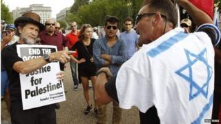 Pro-Palestinian and pro-Israel protesters in Washington (09/08/14)