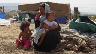 Syrian refugee rest with belongings in Halba, Akkar district of Lebanon (24 September 2014)