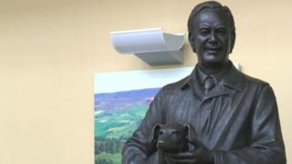 A statue of Alf Wight, better known as James Herriot