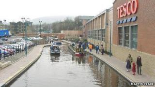 Huddersfield Narrow Canal in Stalybridge