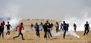 Turkish Gendarmerie use tear gas on Kurdish protestors during a demonstration against Islamic State militants near Sanliurfa, Turkey 7 October 2014