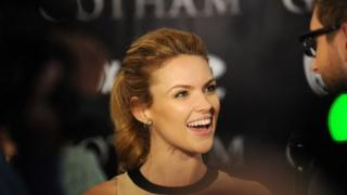 Erin Richards yn y 'premiere' i gyfres Gotham