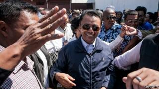 Marc Ravalomanana (C) returns to his home in Antananarivo, Madagascar on 13 October 2014