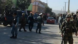 Afghan security forces arrive at the site of a suicide attack in Kabul (2 October 2014)