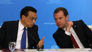 Premier Li Keqiang met his Russian counterpart Dmitry Medvedev on Monday