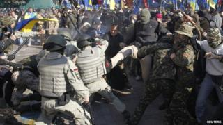 Clash outside Ukrainian parliament, 14 Oct 14