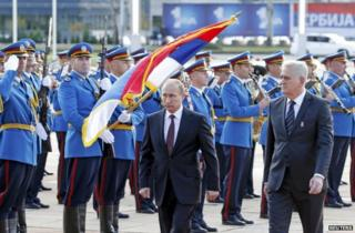 Russian President Vladimir Putin (left) with Serbian President Tomislav Nikolic in Belgrade, 16 October