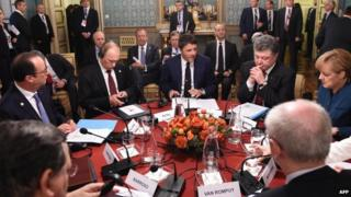 French President Francois Hollande, Russian President Vladimir Putin, Italian Prime Minister Matteo Renzi, Ukrainian President Petro Poroshenko and German Chancellor Angela Merkel attend a meeting on Ukraine's crisis, 17 October