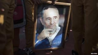 Students hold a portrait of former Cuban president Fidel Castro in Havana (30 September 2014)