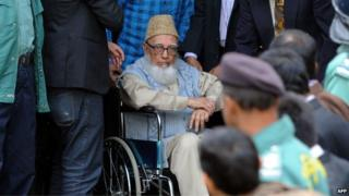 Bangladesh Islamist leader Ghulam Azam emerges from the Bangladesh International Crimes Tribunal in Dhaka - January 11, 2012