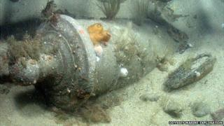 Shipwreck of HMS Victory 1744: Bronze Cannon in seabed
