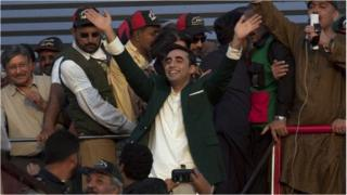 Bilawal Bhutto Zardari, centre, waves to supporters as he leaves a rally in Karachi, Pakistan (18 October 2014)