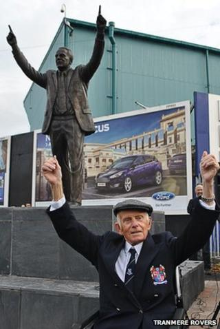 Johnny King and his statue