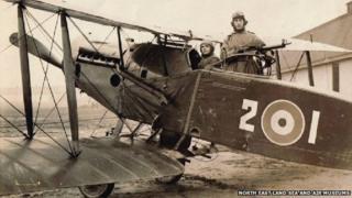 Gunner Capt John Hedley (standing)