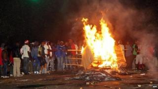 Patriotic Front (PF) supporters burn wood in Lusaka's Belvedere area late on 3 November 2014, as they riot in protest against the dismissal of the PF secretary general by acting President Guy Scott