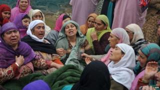 Kashmiri Muslim women mourn, during the funeral of two civilians shot dead by Indian army soldiers in Srinagar (November 8 2014)