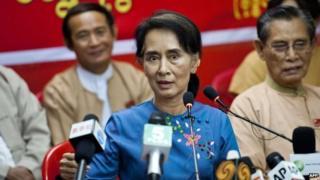 Aung San Suu Kyi talks at an NLD meeting in Rangoon
