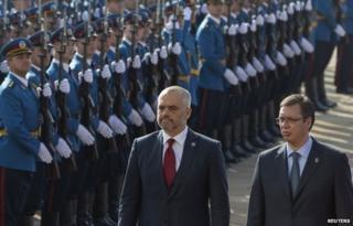 Albanian Prime Minister Edi Rama (L) and his Serbian counterpart Aleksandar Vucic inspect a Belgrade honour guard (10 Nov)