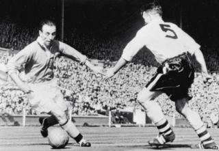Stanley Matthews of Blackpool takes on Malcolm Barrass of Bolton in the 1953 FA Cup final