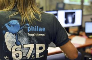 A scientists wears a t-shirt depicting the comet mission at the French space agency in Toulouse, 12 November