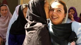 Images Afghan women hold historic talks with the Taliban - BBC News 1