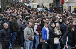 Romanian voters in Paris (16 Nov)