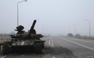 A destroyed tank in rebel-held Luhansk (19 Nov)
