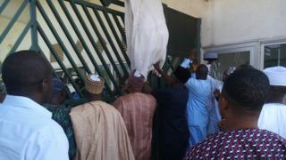 MPs blocked from entering enter Nigeria's parliament (20 November 2014)