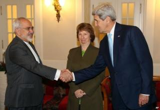 US Secretary of State John Kerry (R) shakes hands with Iranian Foreign Minister Mohammad Javad Zarif in Vienna as EU envoy Catherine Ashton looks on, 20 November