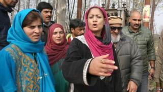 Hina Bhat (C), a candidate for Bharatiya Janata Party (BJP) during her door to door campaign for upcoming assembly election, on the outskirts of Srinagar, the summer capital of Indian Kashmir, 16 November 2014