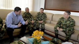 Defence Minister Pinzon (left) talks to Gen Alzate (right)