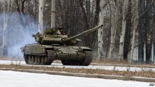 Russian T-72 tank in rebel-held area near Donetsk airport (pic - 26 Nov 14)