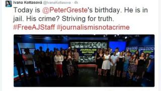 A group of journalists gather in the CNN studio in front of a sign saying 'Journalism Matters'