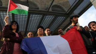 Palestinian carry flags in Ramallah, supporting the French move