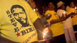 Members of the Socialist Party of Azania hold a candle light memorial ceremony at the Durban City Hall, 12 September 2005, to mark the death of the anti-apartheid activist and founder of the Black Consciousness Movement Steve Bantu Biko