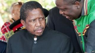 Edgar Lungu (l) in Lusaka, Zambia, on 24 October 2014