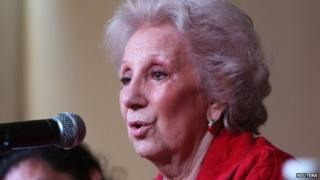 Estela de Carlotto (R), president of Argentine human rights organization Abuelas de Plaza de Mayo (Grandmothers of Plaza de Mayo), addresses the media on 30 November 2014.
