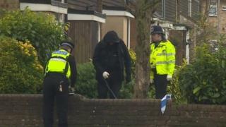 Police outside Axe Close, Luton
