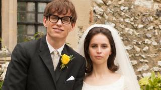 Eddie Redmayne (Stephen Hawking) and Felicity Jones (Jane Wilde Hawking)