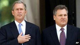 US President Bush and President Aleksander Kwasniewski of Poland (file photo)