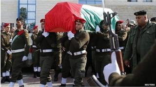 Palestinian security personnel carry coffin of Ziad Abu Ein in Ramallah (11/12/14)