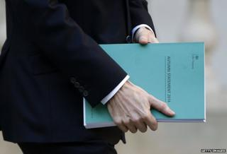 "Chancellor carries dossier marked ""Autumn Statement 2014"""