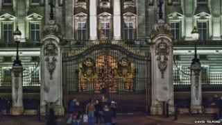 Christmas display at Buckingam Palace
