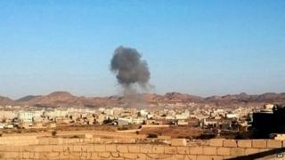 Smoke rises from the scene of the car bomb attacks in Radaa, Yemen (16 December 2014)