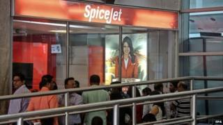 SpiceJet: Indian airline resumes flights - BBC News