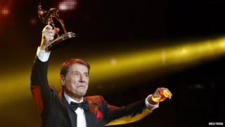 Udo Juergens holds his Lifetime Achievement award in Berlin. Photo: November 2013