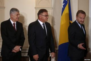 Bosnia's three presidents: Dragan Covic (L), Mladen Ivanic (C) and Bakir Izetbegovic (R) - Nov 2014