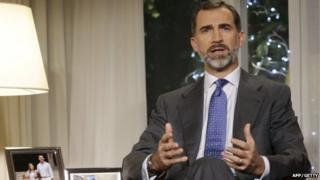 Spanish King Felipe VI delivers his first Christmas Eve message at the Zarzuela Palace in Madrid on 24 December 2014