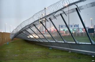 Fallen fence in Calais, 27 December